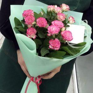Букет из 3 веток кустовой розы фото