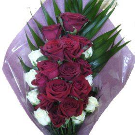 Похоронные цветы Херсон розы красные и белые