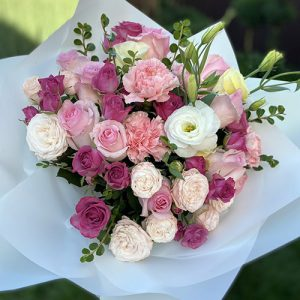 букет из роз и лизиантуса в Херсоне фото