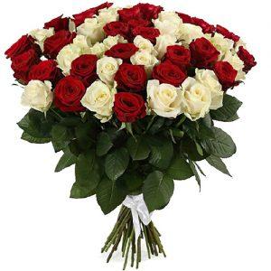 фото букета 51 роза красная и белая